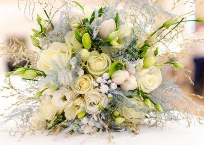 Bruidsboeket witte rozen - Anjelier Bloembinders