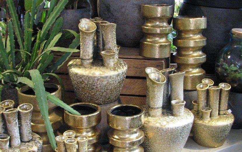 Anjelier Bloembinders - goudkleurige vazen